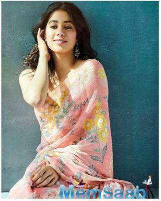Photo: Janhvi Kapoor looks too cute to handle in her peach saree