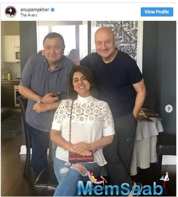 Rishi Kapoor savours the perfect Aate Ka Phulkas at Anupam Kher's apartment in New York