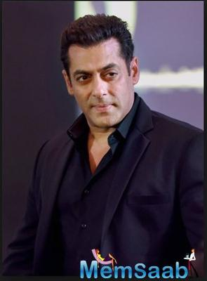Salman Khan is one of the superstars of Bollywood whose fan following knows no bounds. Be it kids, adults or old people, everyone loves the Bajrangi Bhaijaan of Bollywood.