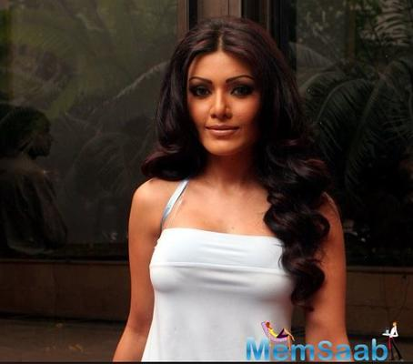 After that, Poonam sent a legal notice to Koena Mitra on July 19, 2013. Despite receiving the notice, Koena was unable to pay to the required amount which led Poonam to file a court complaint on October 10, 2013.