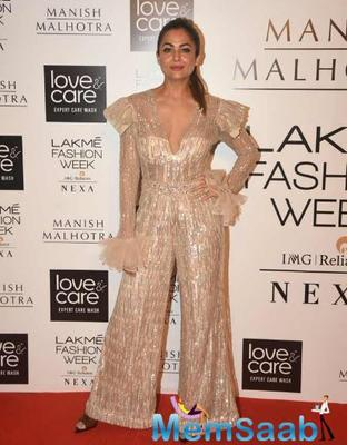LFW 2019: Khushi, Karisma, Amrita dazzle the red carpet at Manish Malhotra's show