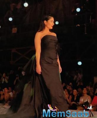 Kareena Kapoor Khan stuns in black as she walks for Gauri & Nainika at Lakme Fashion Week 2019