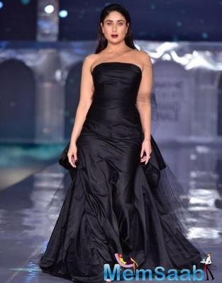 Kareena wore an all - black gown in which she looked smoking hot. The actress let her hair down and her tinted makeup stole the limelight as she chose a bold lip colour in order to match her attire.
