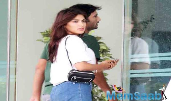 Since a long time, Sushant Singh Rajput and Rhea Chakraborty have been creating dating rumours all around.