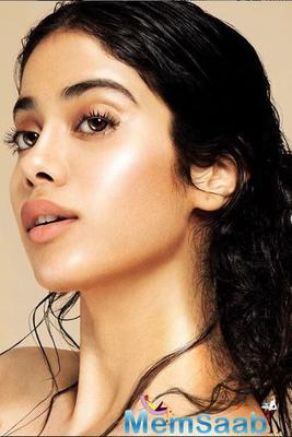 Latest Instagram pictures: Janhvi Kapoor looks like a dream