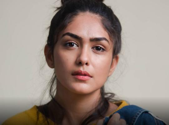 Mrunal Thakur, who got fair reviews for her performance in Super 30 is now on a roll. If sources are to be believed, the actress, who hails from a TV background, will be seen with Farhan Akhtar in his next film Toofan.