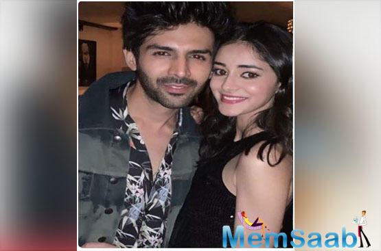 'Pati Patni Aur Woh' co-stars Ananya Panday and Kartik Aaryan pose for a happy picture