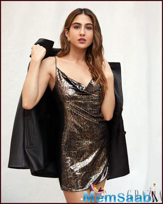 Sara Ali Khan might not be seen in any Bollywood films post 'Kedarnath' and 'Simmba', but the actress is surely very active on social media.