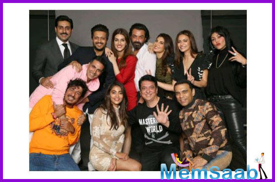 Akshay Kumar hints at 'Housefull 5' as he reunites with the entire cast of the successful franchise