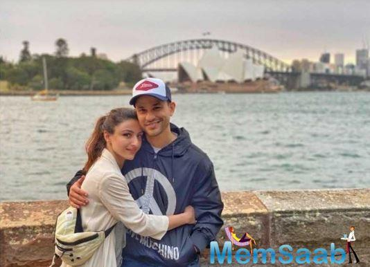 After celebrating her mother, Sharmila Tagore's 75th birthday in Bhopal and Christmas with family, Soha Ali Khan can be seen romancing in Australia.