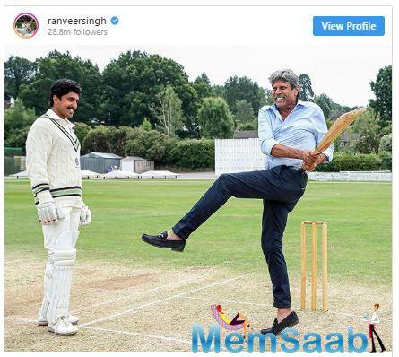 In the above photo, Kapil Dev can be seen teaching Ranveer his signature shot. Doesn't Ranveer share an uncanny resemblance with a young Kapil Dev?