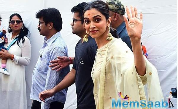 Deepika Padukone seeks blessings for 'Chhapaak' at Siddhivinayak Temple
