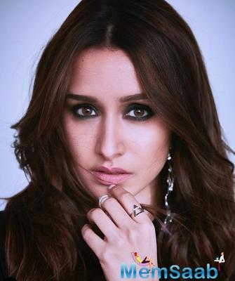 Shraddha Kapoor fans treat her with special gujrati sweets in Ahmedabad