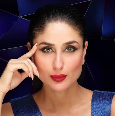 Kareena Kapoor celebrates 20 years in Bollywood at Lakme Fashion Week grand finale