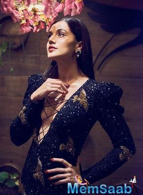 Mirchi Music Awards: Taapsee Pannu looks mesmerising in the black sequined dress