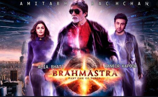 Amitabh Bachchan has shared pictures from the sets of Brahmastra and called Ranbir Kapoor one of his favourite stars