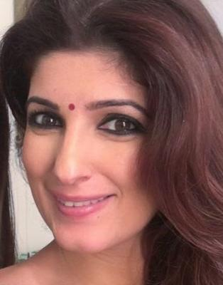 Twinkle Khanna hide her face from paparazzi