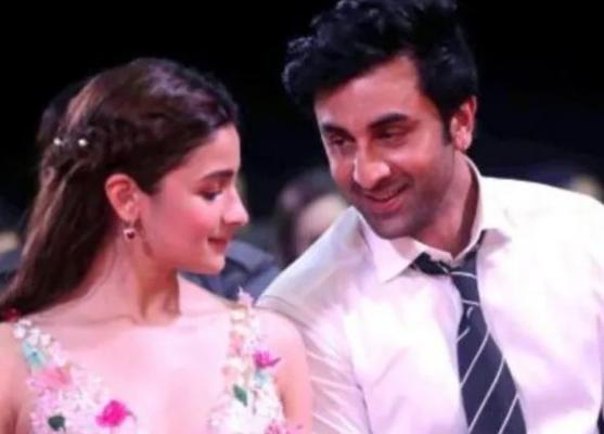 Alia Bhatt receives a kiss on the cheek of boyfriend Ranbir Kapoor