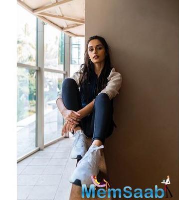 Manushi Chhillar is all set make her big Bollywood debut with Akshay Kumar's Prithviraj.