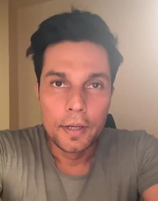 Randeep Hooda says that he has not watched Akshay Kumar starrer Kesari because it didn't excite him much
