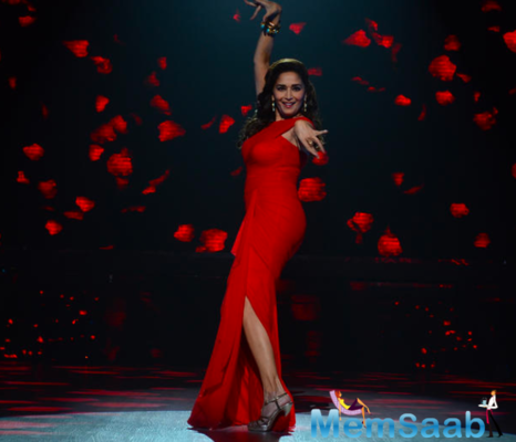 Get ready to Dance: Madhuri Dixit-Nene all set to offer free dance lessons