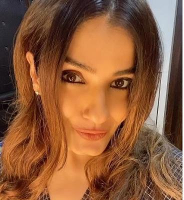 Raveena Tandon embarrasses daughter Rasha with her antics on the streets of New York