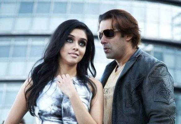 Salman Khan had extended this gesture for his London Dreams team, making him the most Dildaar Khan ever