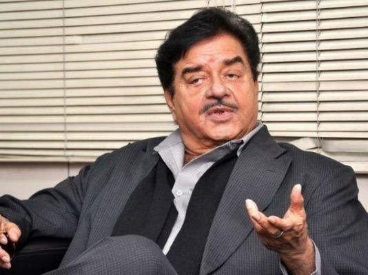 Shatrughan Sinha defends Sonakshi Sinha amid claims she stepped out during lockdown