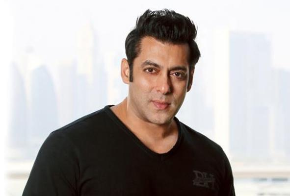 """Salman Khan schools lockdown violators: Says, """"If you don't step out with friends, police wouldn't hit you"""""""