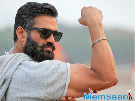 Suneil Shetty commemorates earth day in border style