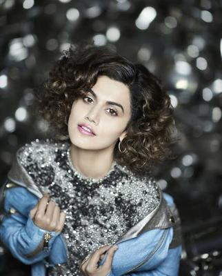 Taapsee Pannu shares Badla BTS pic with Sujoy Ghosh