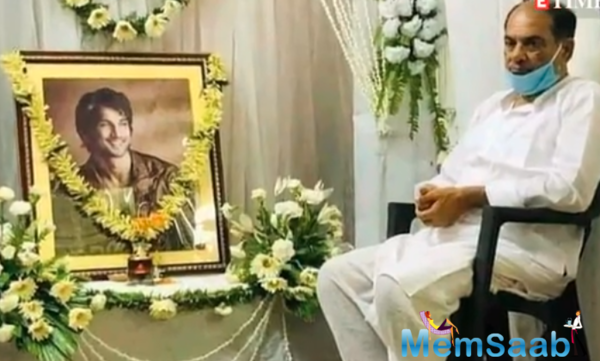 Sushant Singh Rajput's father sitting next to his photo frame during the prayer meet, this picture is just heart-breaking.