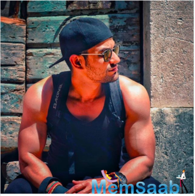 Kunal Kemmu shares a cool throwback picture