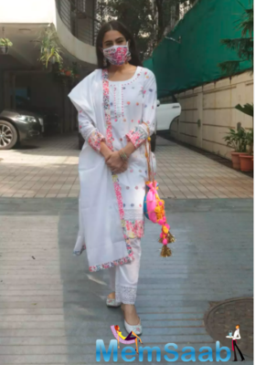 Sara Ali Khan looks like a vision in her white traditional attire as she gets snapped outside a studio in the city