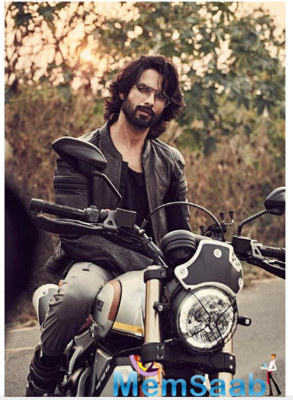 Fans are all hearts for Shahid Kapoor's sun-kissed pictures