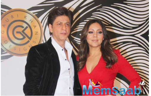 Shah Rukh Khan has a hilarious reaction as Gauri Khan wins an award