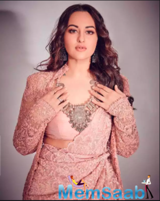 Sonakshi Sinha reveals the desi side of hers she sticks to even on a foreign trip!