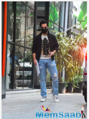 Varun Dhawan looks stunning in stylish casuals as he gets snapped outside a production house