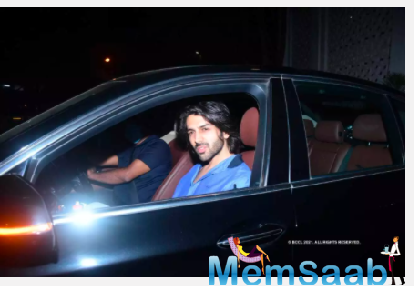 Kartik Aaryan arrives at Karan Johar's residence in Mumbai