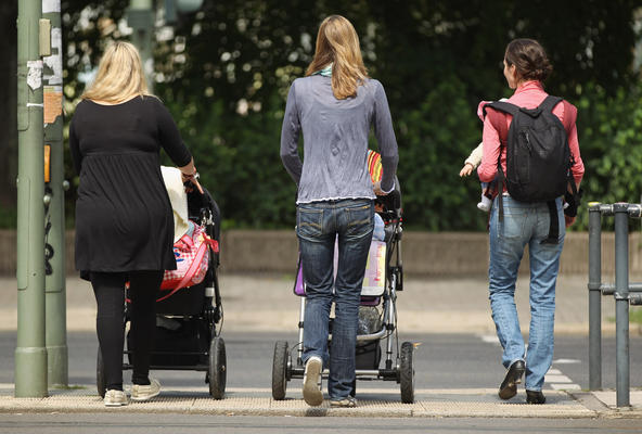 Forget The Biological Clock, Enjoy Motherhood In Your 40s!