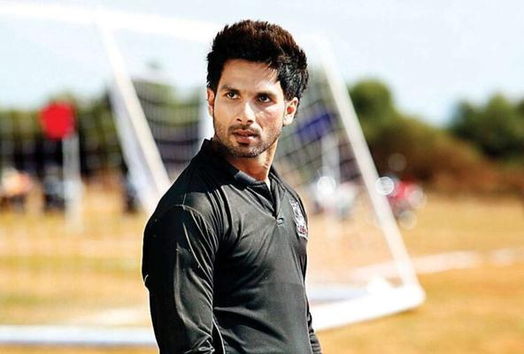 OMG - Guess Why Shahid Kapoor Walked Out of Award Function!
