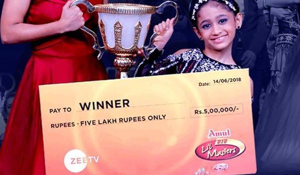 Jiya Thakur Dances Her Way to the Bank with 5 Lakhs!