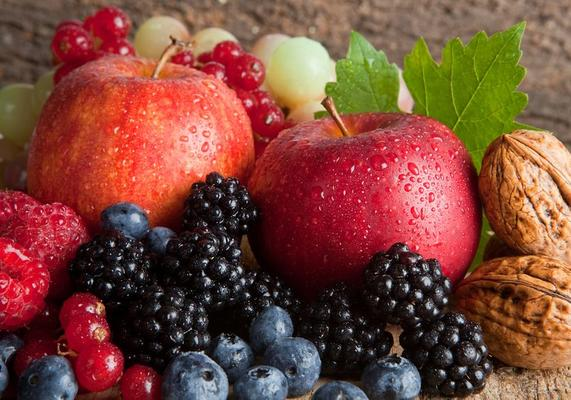 Eat Apples and Berries to Prevent Brain Degeneration