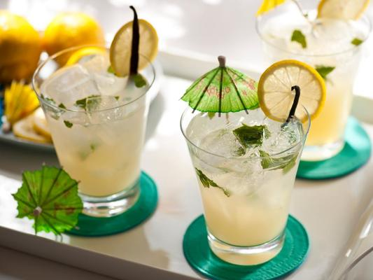 Natural Cooling Drinks to Enjoy This Summer