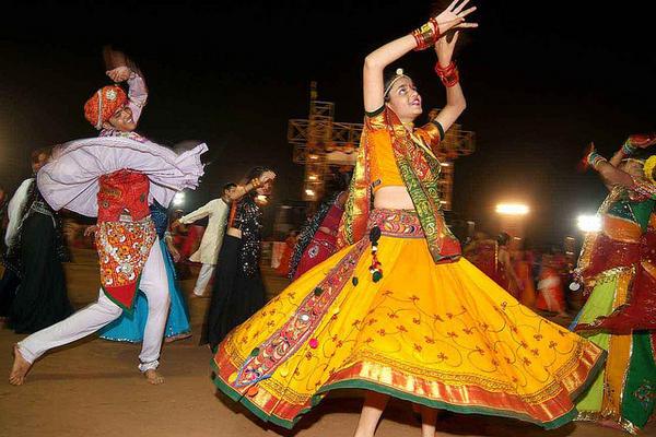 Are You Ready For The Dandiya-Raas This Navratri?