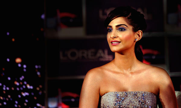 Sonam Kapoor Jumps Into Indo-Pak-Kashmir Controversy