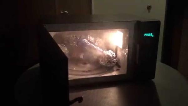 5 Things You Should Never Microwave!