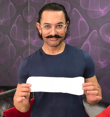 Aamir Throws the Padman Challenge at Big B and Other Khans!