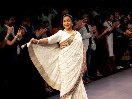 Why Are Pakistanis Trolling Asha Bhosle??
