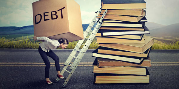 Tips to Avoid Falling Into Debt Trap with Your Plastic Money!